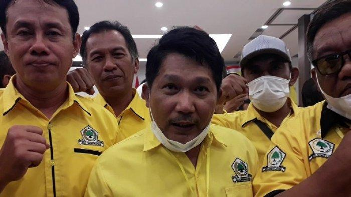 Terpilih Aklamasi Pimpin Golkar Banggai, Adik Bupati Beniyanto Tamoreka Targetkan Ketua DPRD