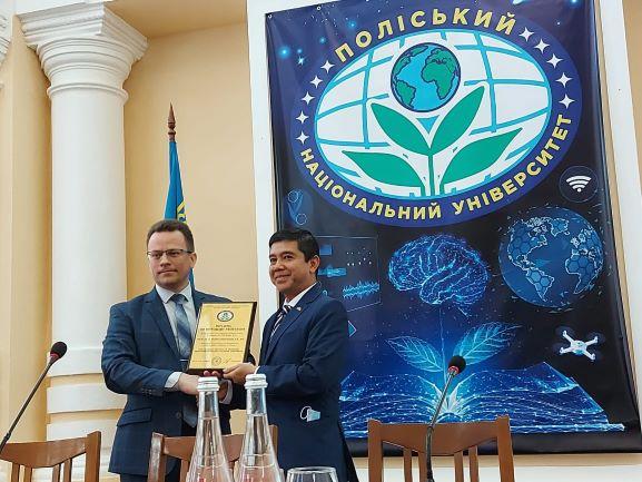 Yuddy Chrisnandi Dianugerahi Profesor Kehormatan Dari Universitas Ternama di Ukraina