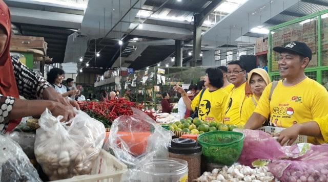 Dipimpin Gandung Pardiman, Relawan GOJO Blusukan Ke Pasar Kranggan