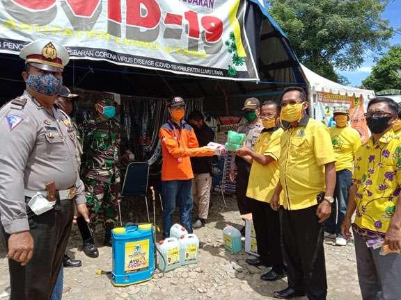 Fraksi Golkar DPRD Luwu Utara Bagikan Ribuan Masker dan Vitamin di Tanalili dan Bonebone