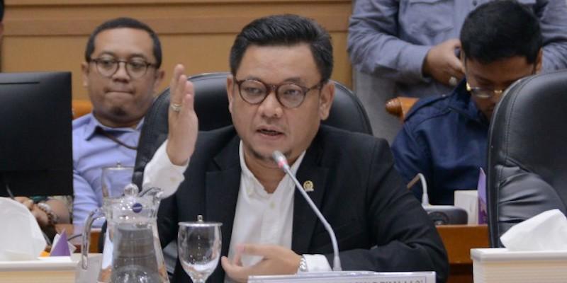 Ancam Pindahkan ASN Ke Papua, Ace Hasan: Risma Tak Paham Visi Indonesia Sentris Jokowi