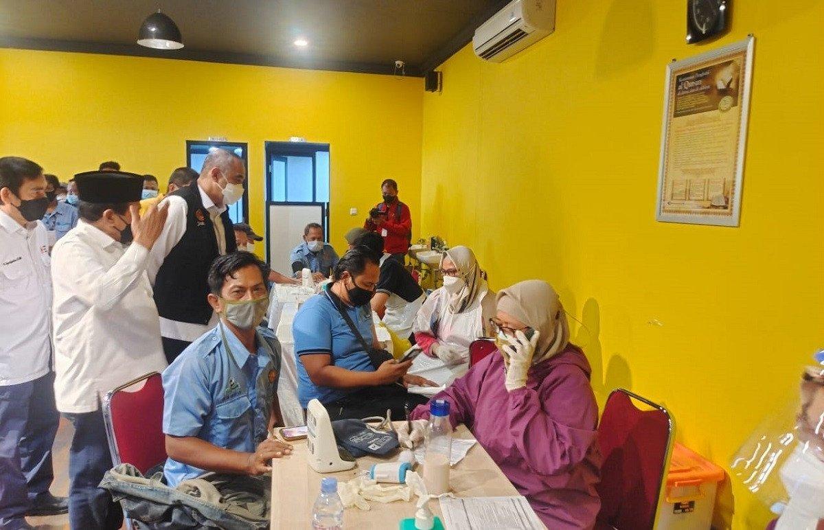 Golkar DKI Jakarta Vaksinasi 817 Sopir JakLingko Di Bawah Naungan KWK