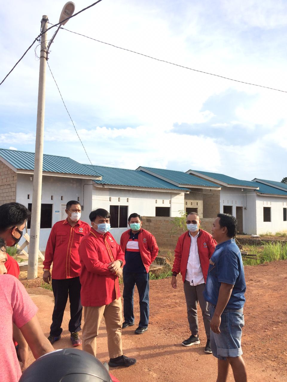 Ade Angga Pimpin SOKSI Kepri Bagikan Ratusan Paket Sembako ke Masyarakat Tanjungpinang
