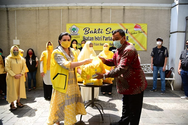 Gandeng Alumni SMA PSKD 1, IIPG Salurkan Bantuan 2000 Paket Sembako dan APD