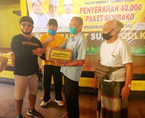 Golkar Denpasar Bagikan Ratusan Paket Sembako Untuk Para Kusir Dokar