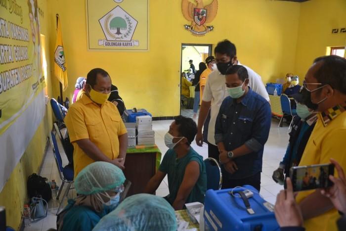 Golkar Jatim Gelar Vaksinasi Dosis Kedua Untuk 2.200 Masyarakat
