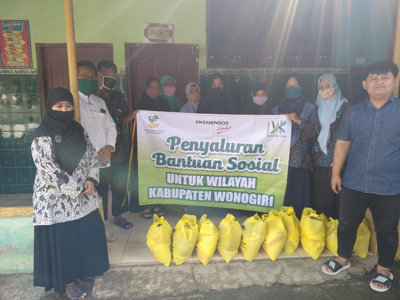 Serap Aspirasi dan Bagi Sembako, Endang Maria Astuti Sambangi MI Muhammadiyah Danan Giriwoyo
