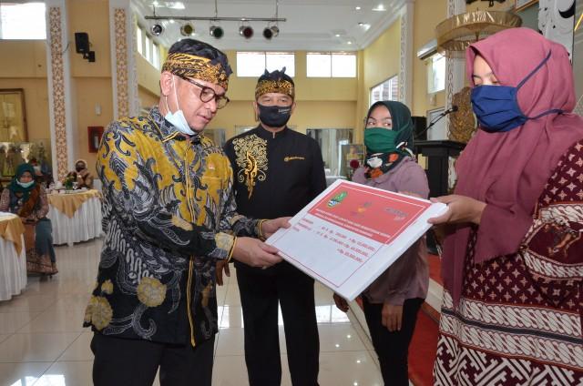 Ace Hasan Syadzily Pastikan Bansos COVID-19 di Kabupaten Bandung Sesuai Ketentuan