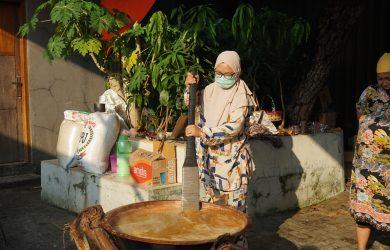 Ade Puspitasari Ajak Kaum Muda Bekasi Lestarikan Kuliner Tradisional Dodol Betawi Khas Pekayon