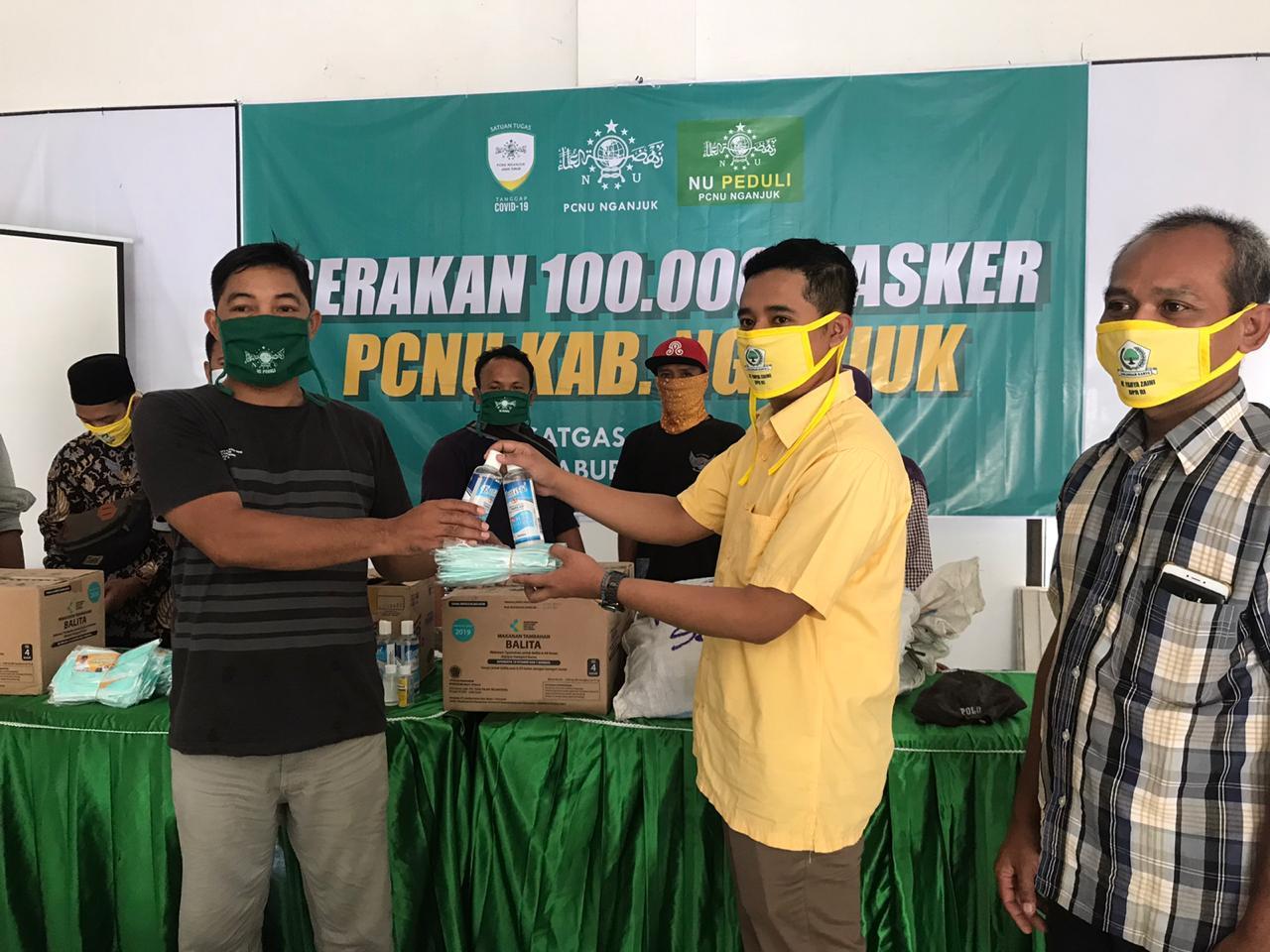 Yahya Zaini Serahkan Bantuan Logistik Pada Satgas COVID-19 PCNU Nganjuk