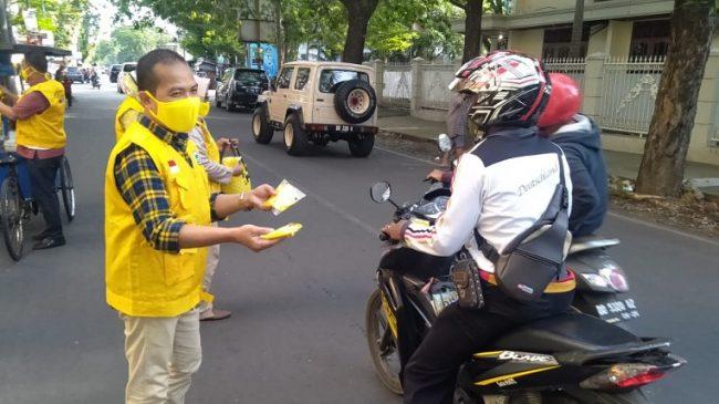 Golkar Makassar Berbagi Masker di 15 Kecamatan, Farouk Betta Ingatkan Disiplin Protokol Kesehatan
