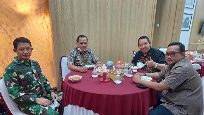 Kunjungi Pangdam Brawijaya, Ketua Golkar Jatim Sarmuji Puji Upaya TNI Bantu Tangani COVID-19
