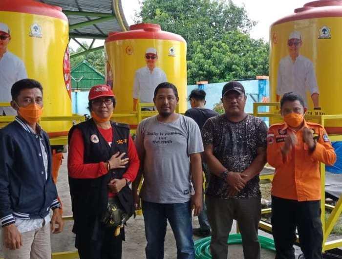 Andi Rio Idris Padjalangi Salurkan Bantuan Tetmond Alat Pencuci Tangan Untuk BPBD Bone