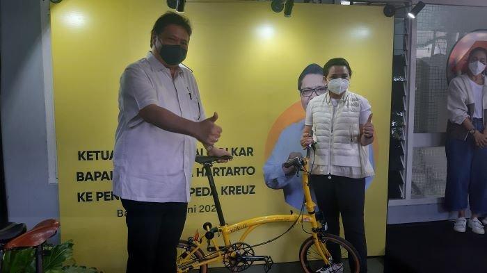 Bangga Kendarai Sepeda Lokal Kreuz, Menko Airlangga: Ringan Dinaiki, Enak Digenjot