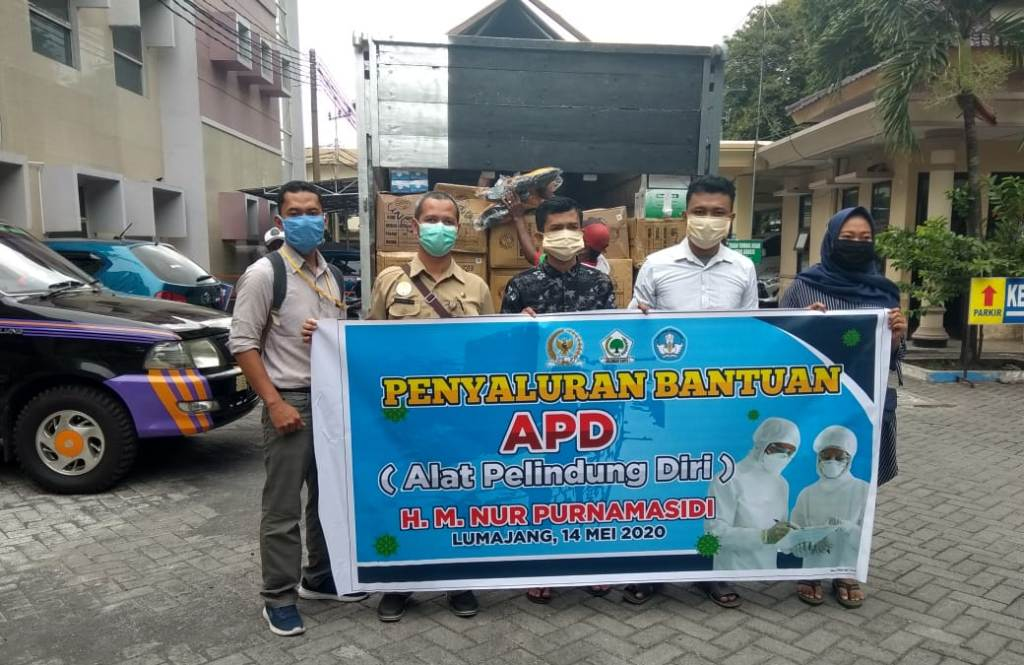 Muhammad Nur Purnamasidi Salurkan 10 Ribu APD Untuk Tenaga Medis RSUD dr. Haryoto Lumajang