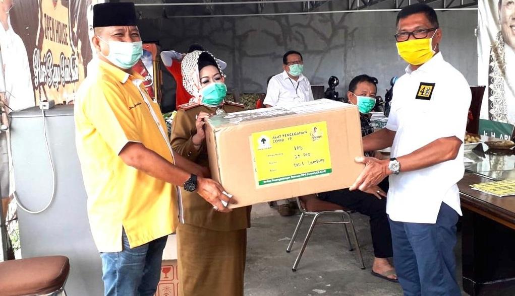 Bantu Cegah COVID-19 di Lampung, Golkar Serahkan 200 Set APD Ke Dinas Kesehatan