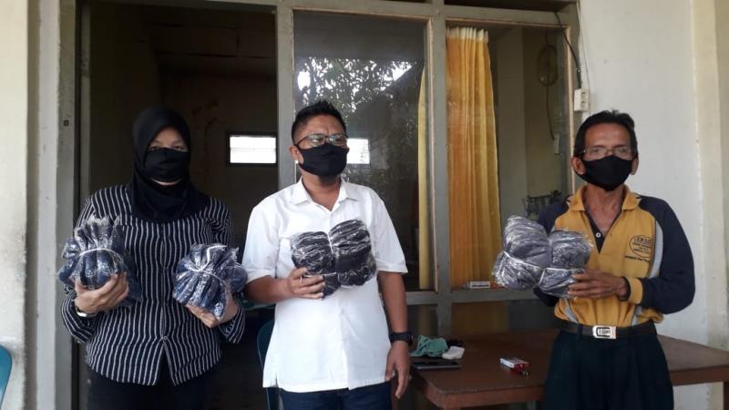Golkar Pangkal Pinang Bagikan 1200 Masker Ke Para Pedagang Pasar Tradisional