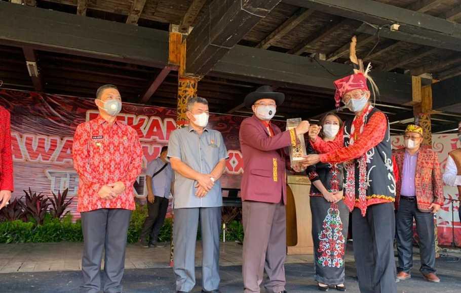 Gelar Pekan Gawai Dayak 2021, Adrianus Asia Sidot Harap Pancasila Jadi Perekat Bangsa