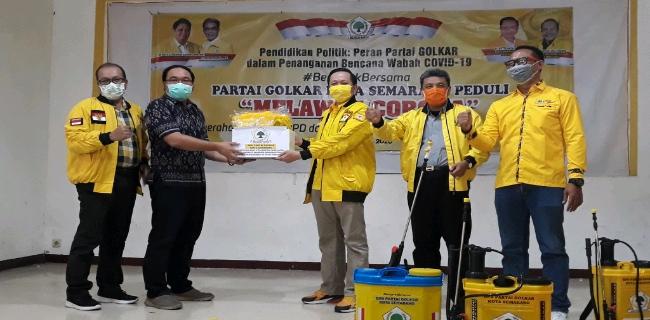 Wakili Golkar Kota Semarang, Petit Widi Atmoko Serahkan APD Untuk 37 Puskesmas