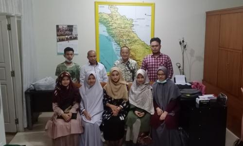 Silaturahim Dengan Mahasiswa di Padang, Darul Siska Ingatkan Senantiasa Shalat Dhuha dan Tahajud
