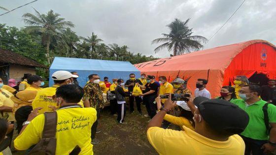 Golkar Bali Serahkan Bantuan Sembako Untuk Korban Banjir Bandang di Medewi dan Pekutatan