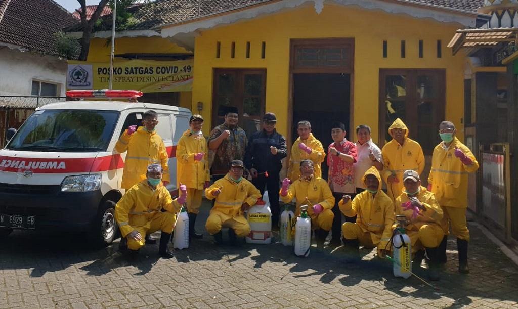 Antisipasi Corona, Satgas COVID-19 Golkar Kota Malang Semprotkan Disinfektan di Lima Kecamatan