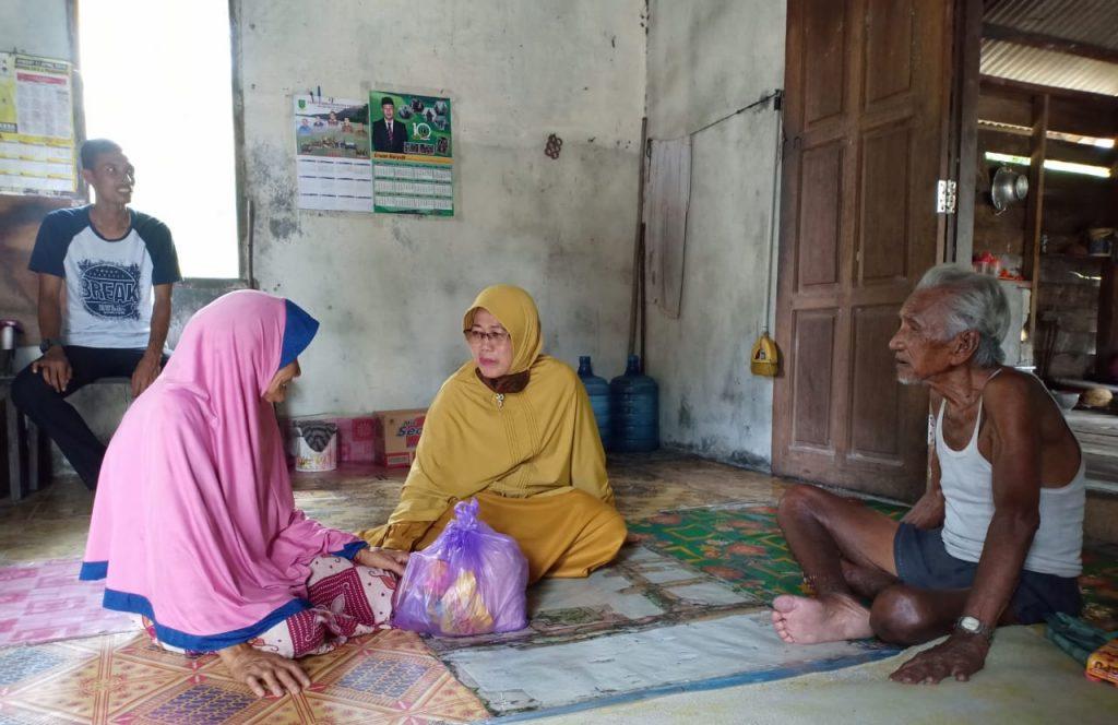 Golkar Natuna Bagikan Sembako Bagi Warga di Pulau Terdepan NKRI
