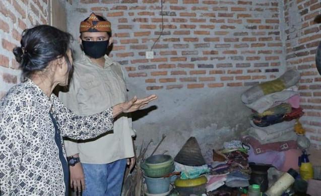 Golkar Purwakarta Wujudkan Mimpi Mak Purmat, Janda Tua Desa Kertajaya Miliki Rumah Layak