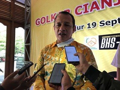 Budhy Setiawan Serahkan 180 Paket Alsintan Untuk Kelompok Tani di Cianjur
