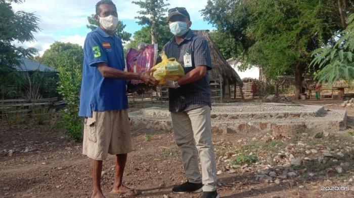 Melki Laka Lena Salurkan Bantuan Sembako Untuk Warga Insana Tengah, Timor Tengah Utara