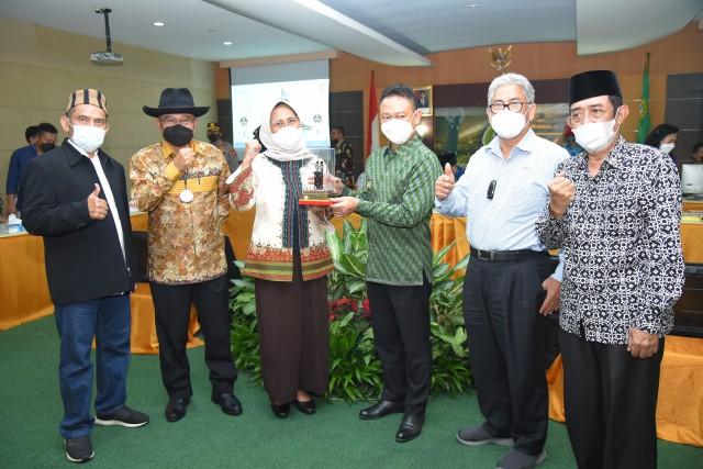 Hetifah Komitmen Dukung Pembangunan Sport Center Berbagai Cabang Olahraga di Kalbar