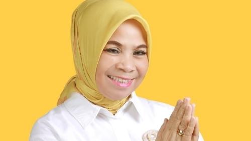 Ketua DPRD Solok Nurnisma Bagikan 500 Paket Sembako Untuk Kader Golkar dan Masyarakat