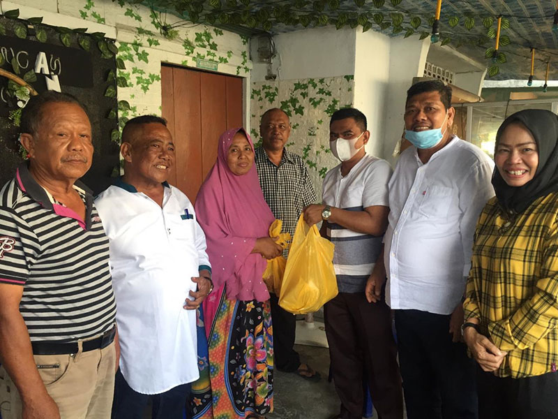 Potong 4 Ekor Sapi, Golkar Riau Bagikan 360 Paket Daging Kurban Ke Masyarakat Kurang Mampu
