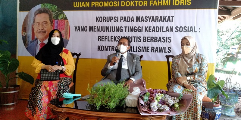 Usung Disertasi Soal Strategi Cegah Korupsi, Fahmi Idris Raih Gelar Doktor Dengan Cum Laude