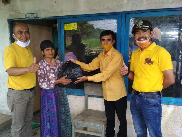Darul Siska Salurkan 1000 Paket Sembako Bagi Masyarakat Kabupaten Solok Terdampak COVID-19