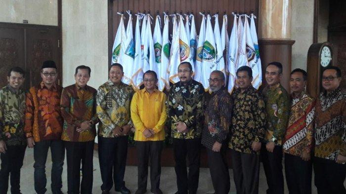 Sisihkan Dua Bulan Gaji, Fraksi Golkar DPRD Jatim Siapkan 5 Ribu Paket Sembako