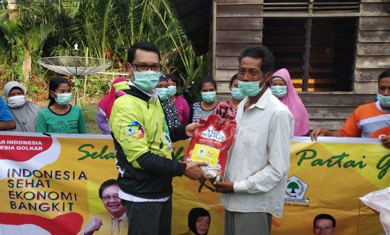 HUT Ke-56, Golkar Kepulauan Meranti Salurkan 300 Paket Sembako Untuk Masyarakat Selatpanjang