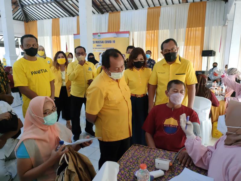 Golkar Kabupaten Ponorogo Gelar Vaksinasi Massal Untuk 1.000 Warga