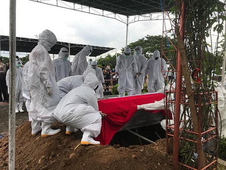 Jenazah Prof Muladi Dimakamkan di Taman Makam Pahlawan Giri Tunggal