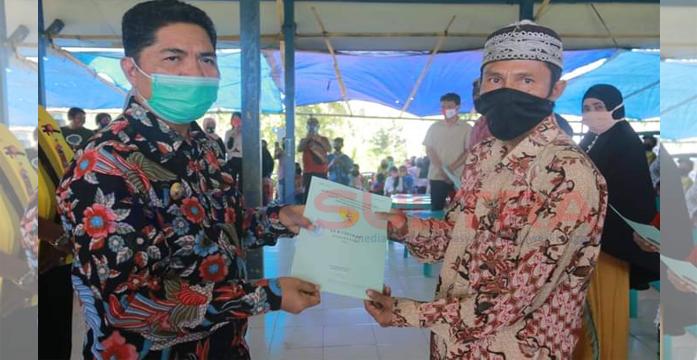 Bupati Buton La Bakry Bagikan 350 Sertifikat Tanah ke Masyarakat Lasalimu Selatan