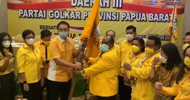 Lamberthus Jitmau Terpilih Aklamasi Pimpin Golkar Papua Barat