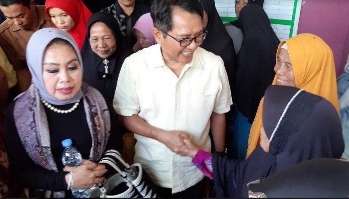 John Kenedy Azis Kembali Bagikan Ribuan Paket APD dan Sembako Bagi Warga di Dapil Sumbar II