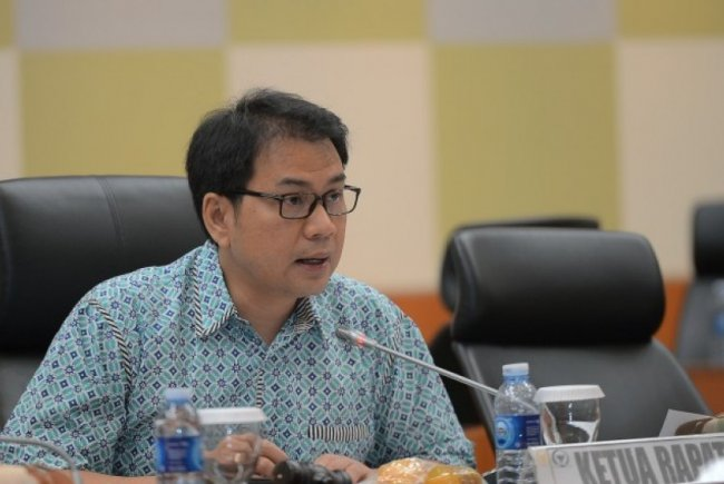 Bukan Detil Satu Per Satu, Azis Syamsuddin Akui Hanya Cek Random Draft Final UU Cipta Kerja
