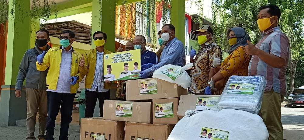 Oka Mahendra Jati Kusuma Pimpin Golkar Probolinggo Bagikan Ribuan APD Untuk Tenaga Medis