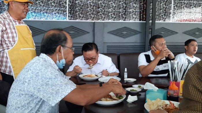 Agung Laksono Puji Kelezatan Mie Panglima Racikan Eks Wagub Babel Hidayat Arsani