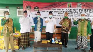 Toni Eka Candra Bagikan Ribuan Masker dan Hand Sanitizer Bagi Nahdliyyin Lampung Selatan