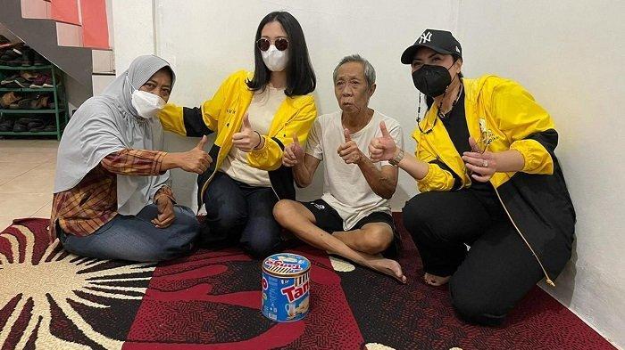 Beri Dukungan Moril Penyembuhan Penyakit Pak Ogah, IIPG Serahkan Sembako dan Santunan