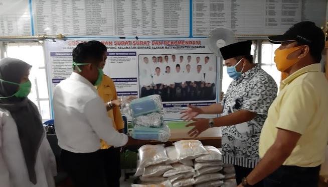 John Kenedy Azis Bantu Paket Sembako Untuk 150 Jiwa di Kampuang Koto Pasaman