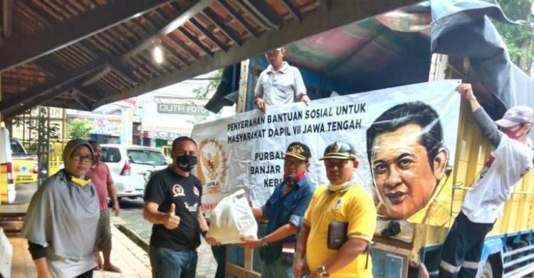 Bamsoet Bagikan 3 Ribu Paket Sembako Bagi Masyarakat Purbalingga, Banjarnegara, Kebumen
