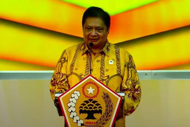 Lewat Pantun, Adies Kadir Nyatakan Keseriusan Ormas MKGR Dukung Airlangga Capres 2024